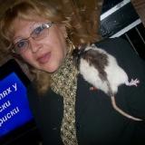 На этой фотографии: Tamara Grekov и крыска Алиса